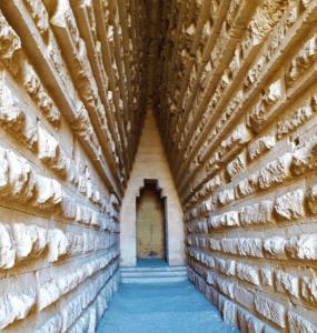 Загадочное место в Крыму, которое стоит посетить – Царский курган, увидели эффект, который создан стенами дромоса, рассказываю