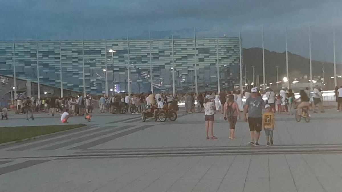 Туристы повалили в Сочи толпами. На 22 июня запланировано более 60 рейсов в аэропорт. Показываю, как реально выглядит город