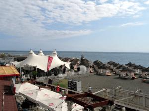 Пляж Мандарин в Адлерском районе Сочи