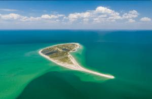 В Крыму есть пляжи, как на Мальдивах. Их видели даже не все местные, и туристов там пока мало. Показываю и делюсь координатами