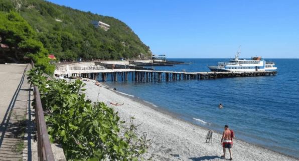 Понаехали: в Крыму толпы туристов на пляжах. Делюсь тремя отличными локациями, где практически нет людей.