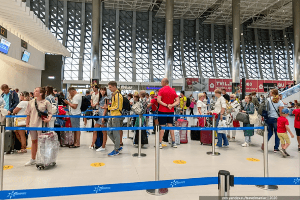Показываю, что сейчас творится в аэропорту Симферополя, если хочешь вылететь из Крыма