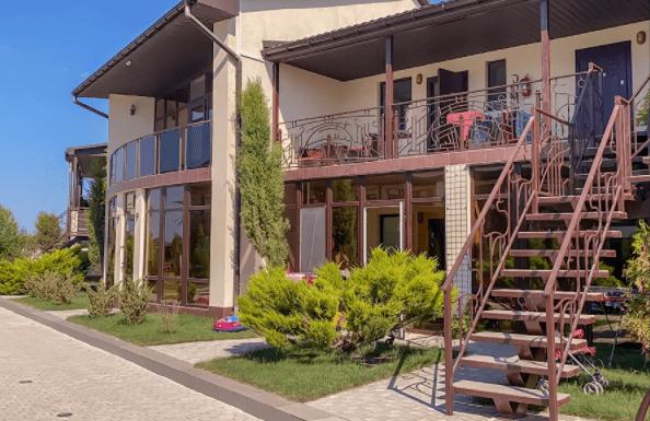 Крым. Неожиданно нашел элитную резервацию для богатых в нищем курортном посёлке