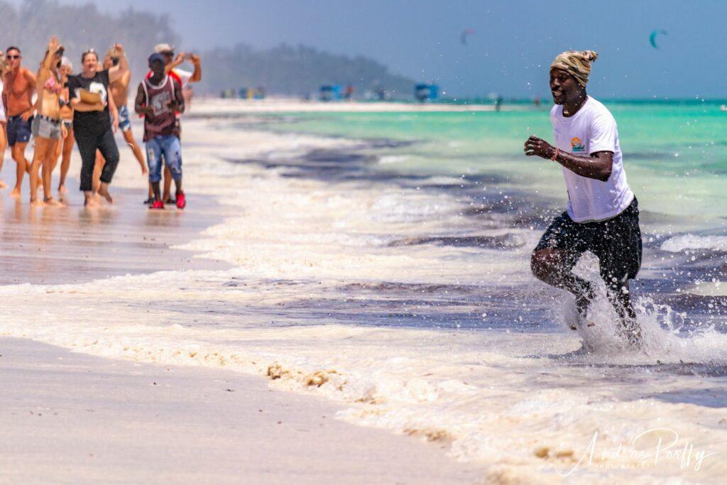 Как отдыхают на пляжах Кении