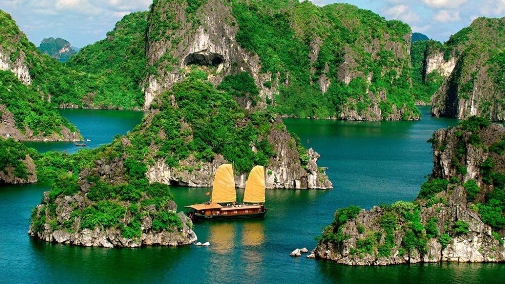 Можно схитрить и уже отправиться во Вьетнам, но вариант не самый дешевый