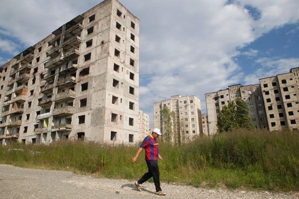 Почему в Абхазии так много заброшенного жилья? Ответ местного жителя