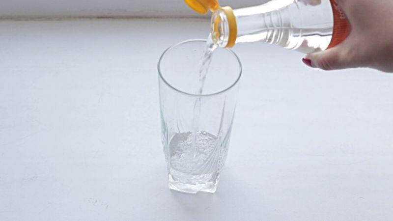 После поездки в Японию, ставим стакан с соленой водой возле кровати. Зачем? Сейчас расскажу