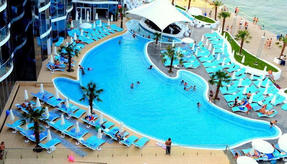 Отличие европейских туристов от русских: почему европейцы лежат у бассейнов?