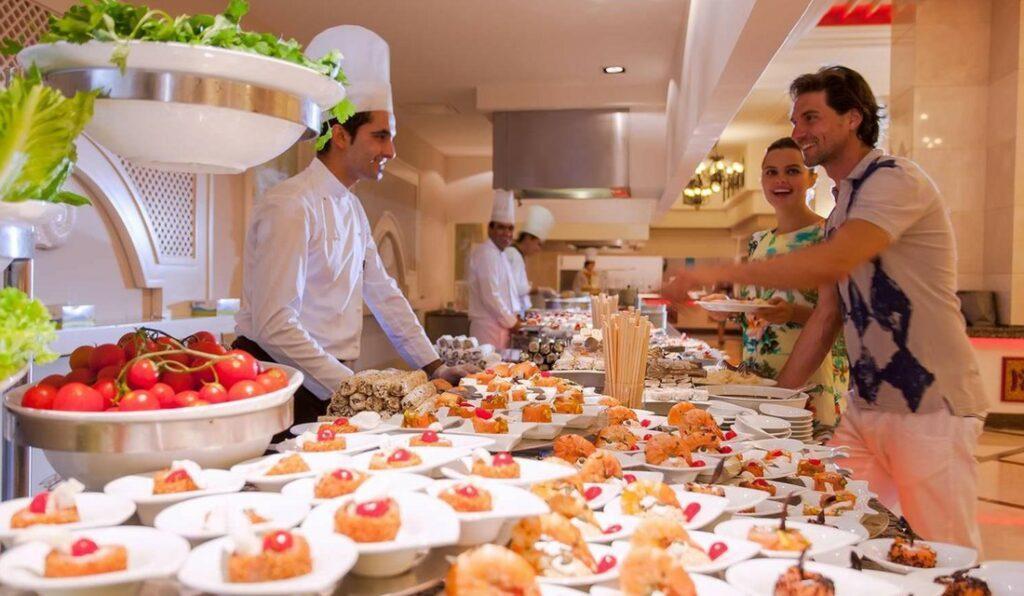 Что становится с едой в отелях, которую не съели туристы