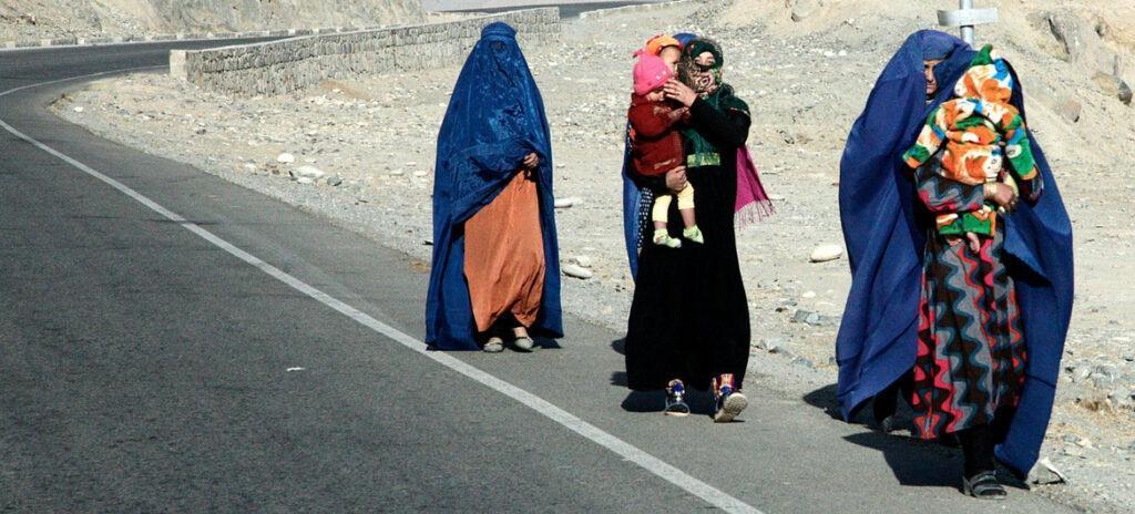 Топ опасных стран для путешествующих женщин