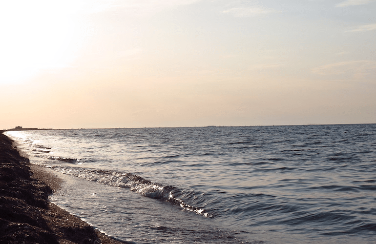 Причины, по которым Черное море не заменит нам курорты