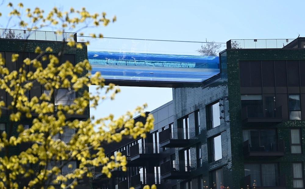 Лондонское чудо: прозрачный бассейн на высоте 35 метров