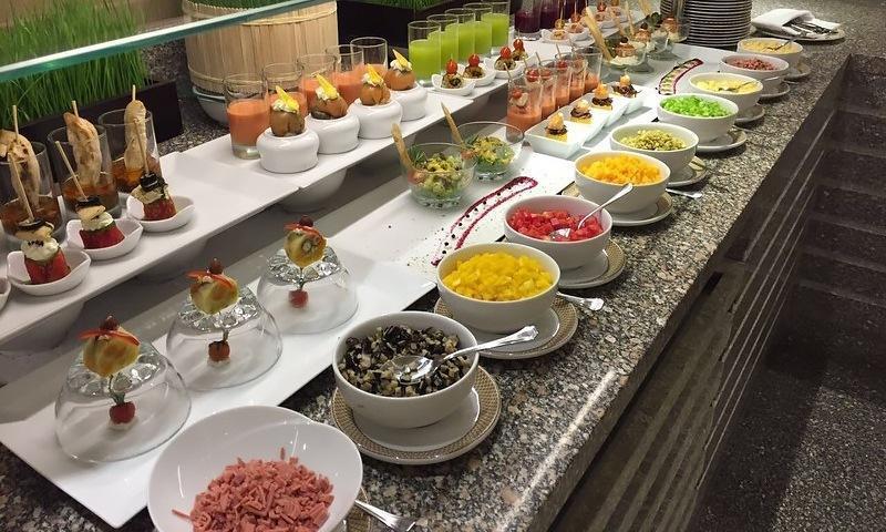 Еда в Египте: что не стоит есть на шведском столе